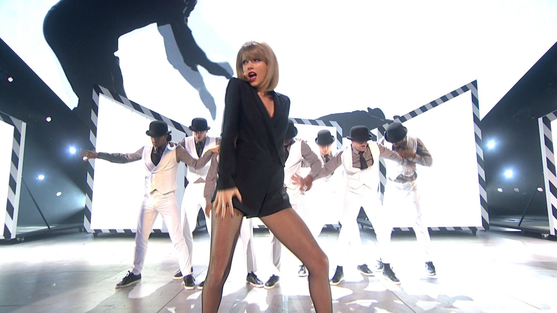 Taylor Swift - Blank Space - BRIT Awards 2015 1080i HDTV 45 Mbps MPA2.0 4-2-2 H..jpg
