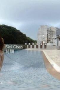 VR全景视频:性感比基尼美女泳池视频秀