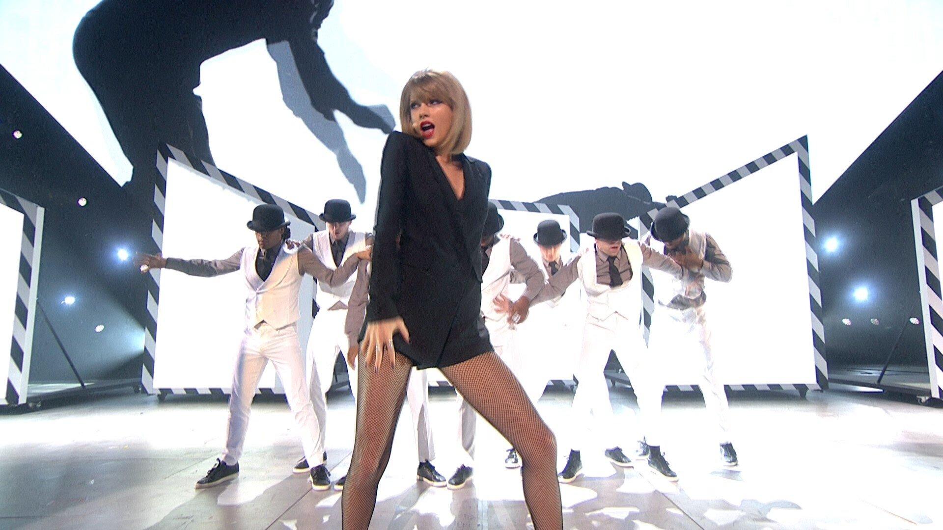 Taylor Swift - Blank Space - BRIT Awards 2015 1080i HDTV 45 Mbps MPA2.0 4-2-2 H..jpg