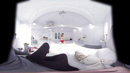 VR全景视频:床上美女热舞